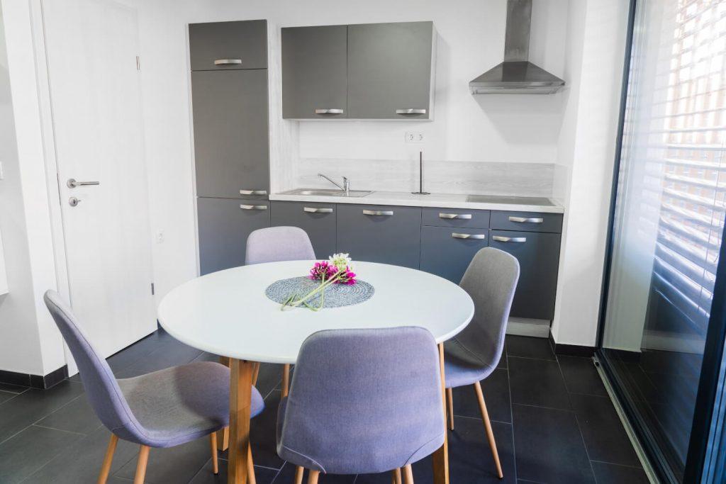 apartma sunset banovci kuhinja