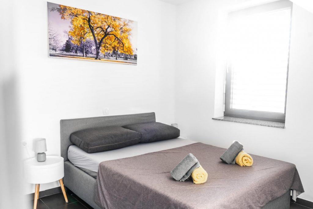 apartma sunset banovci spalnica