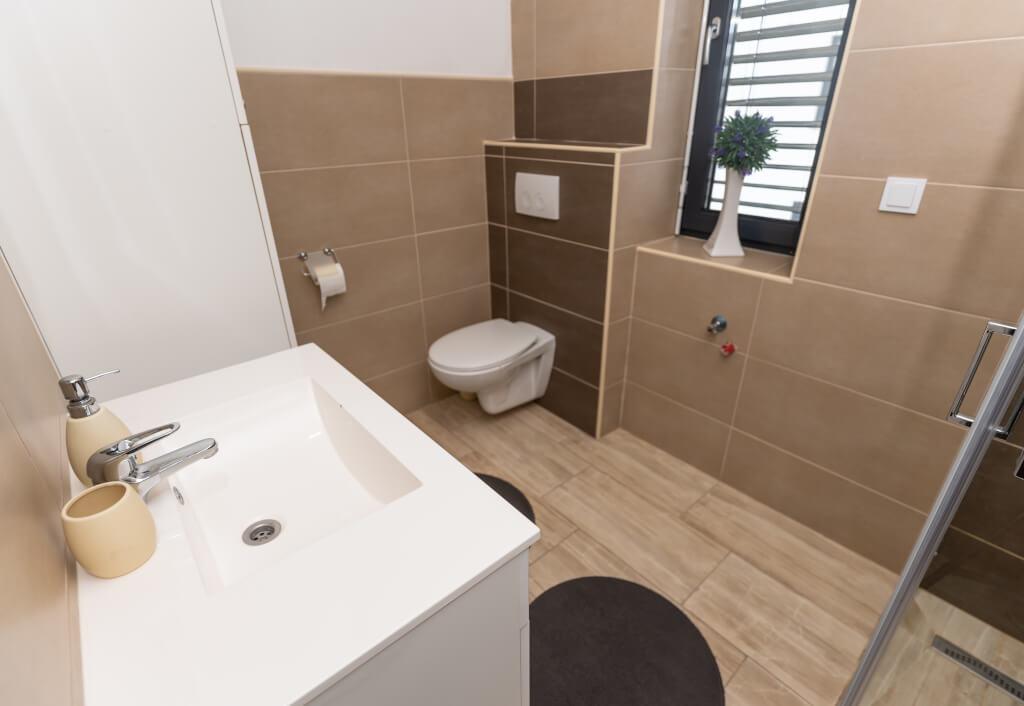 Apartmaji Banovci kopalnica