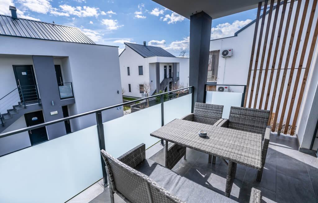 Apartmaji Banovci terasa